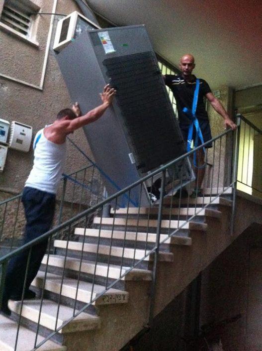 שירותי הובלה מקצועיים - הובלת מקרר במדרגות - קרגו MS